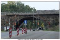 noch steht der alte Brückenbogen über die B88