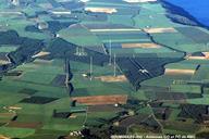 ROUMOULES (04500, Alpes-de-Haute-Provence) - Antennes de Radio-Monte-Carlo, émetteur GO avec 3 pylônes de l'antenne directive et le 4e pylône de l'antenne de secours, émetteur OM avec 5 pylônes de 100 m.