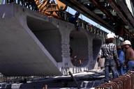 RER A - Viaduc du Ru de Maubuée - Poutre de lancement - Amenée d'un voussoir