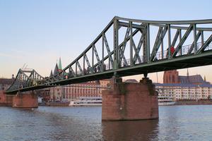Fachwerkbrücken mit durchlaufendem Träger