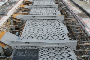 Baerl Bridge: 90 m of expansion joints replaced