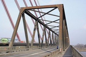 Fachwerkbrücken mit untenliegender Fahrbahn