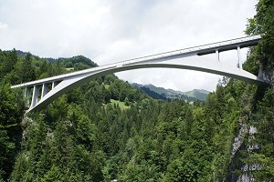 Three-hinged arch bridges