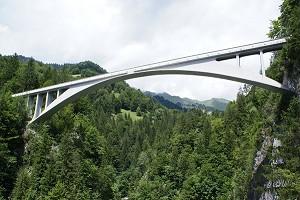 Ponts en arc à trois articulations