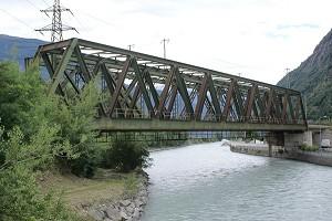 Simply-supported Warren truss bridges