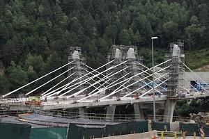 Extradosed bridges