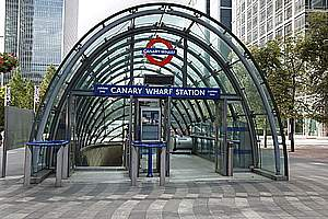 Unterirdische U-Bahn- und Straßenbahnhaltestellen