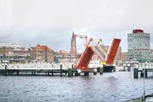 Foldable bridges