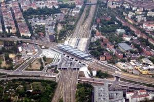 Multi-level railroad stations