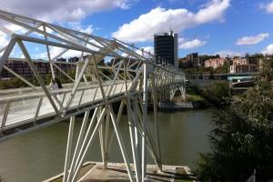 Ponts à poutre en treilles sous-tendue