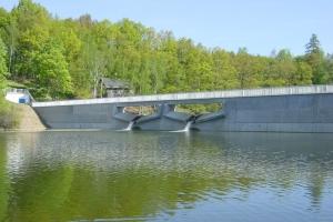 Barrages en béton précontraint