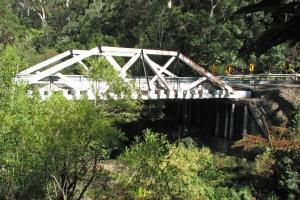 McDonald-Träger-Fachwerkbrücken
