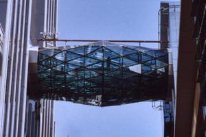 Hyperbolische Paraboloid-Brücken