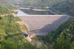 Concrete-face rockfill dams