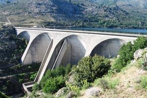 Multiple arch and buttress dams