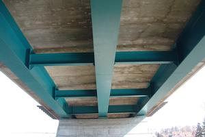Triple girder bridges