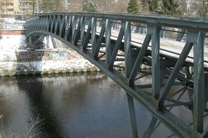 Ponts en poutre en treillis avec tablier intermédiaire