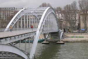 Ponts en arc à tablier intermédiaire