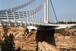 Single-tower suspension bridges