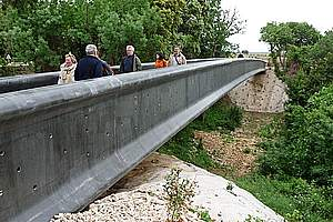 Fiber-reinforced concrete bridges