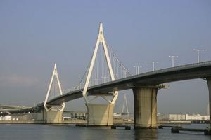 Self-anchored mono-cable suspension bridges