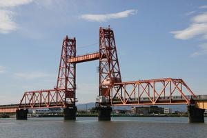 Vertical lift bridges