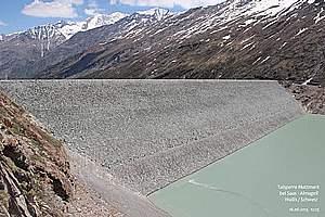 Zoned embankment dams