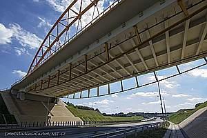 Underslung tied-arch bridges