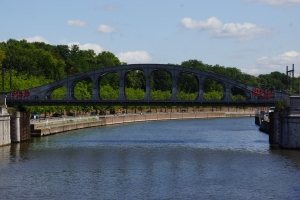 Ponts en poutre Vierendeel en forme d'arc
