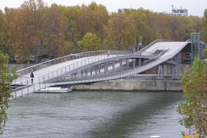 Lenticular truss bridges with penticular web