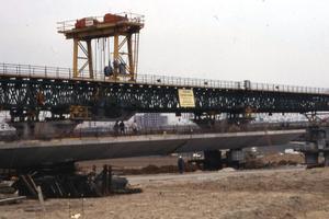 Segmental construction using launching girder