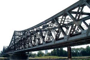 Double intersection Warren truss bridges