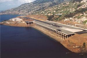 Flugzeuglandebahnbrücken