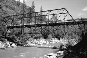 Pratt-Fachwerkbrücke mit Gelenkbolzenverbindungen
