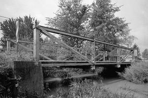 Truss-leg bedstead bridges