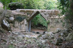 Corbel arch bridges