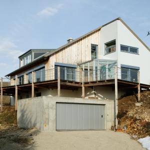Großformatige Holzfaserplatten ideal für Fertighaus-Fassaden