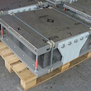 <p>Stainless steel plate is important for a low-friction movement of the bridge</p>