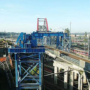 Digital hydraulics helps to position railway bridge