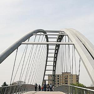 Bridge with World Record Span and Symbolic Overtones