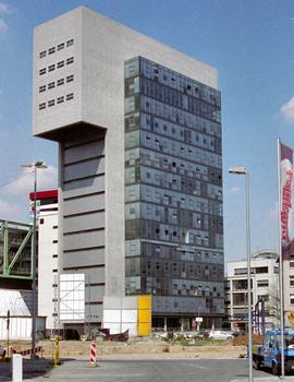 DOCK (Düsseldorf, 2002)