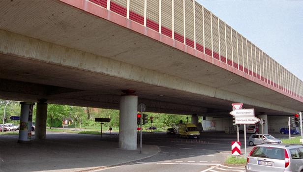 Autobahnbrücke über die Wacholderstrasse in Duisburg