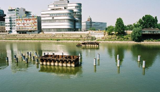 Medienhafen, Düsseldorf – Brücke am Handelshafen