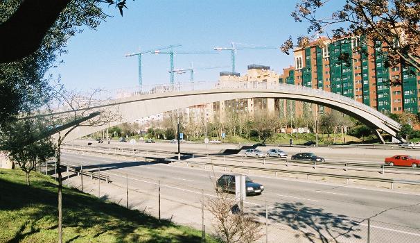 Pasarela sobre la Avenida de la Paz (M-30), Madrid