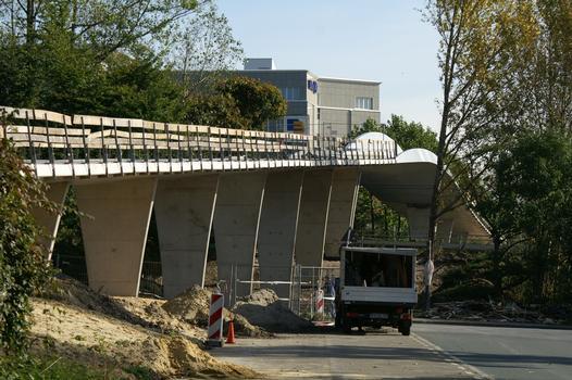 Fuß- und Radwegbrücke über die Ruhrallee (B54) in Dortmund