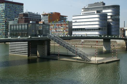 Fußgängerbrücke Am Handelshafen, Medienhafen, Düsseldorf
