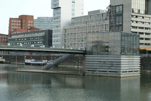 """Fußgängerbrücke """"Am Handelshafen"""" im Medienhafen, Düsseldorf"""