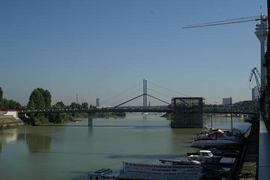 Medienhafen, Düsseldorf – Hafenbrücke »Am Handelshafen«