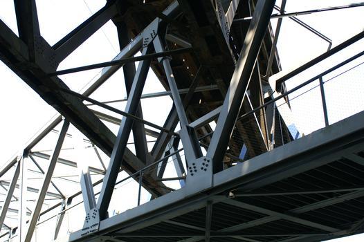Bridge No. 319b crossing the Rhine-Herne Canal at Oberhausen.