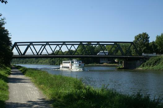 Bridge No. 308 across the Rhine-Herne Canal at Duisburg